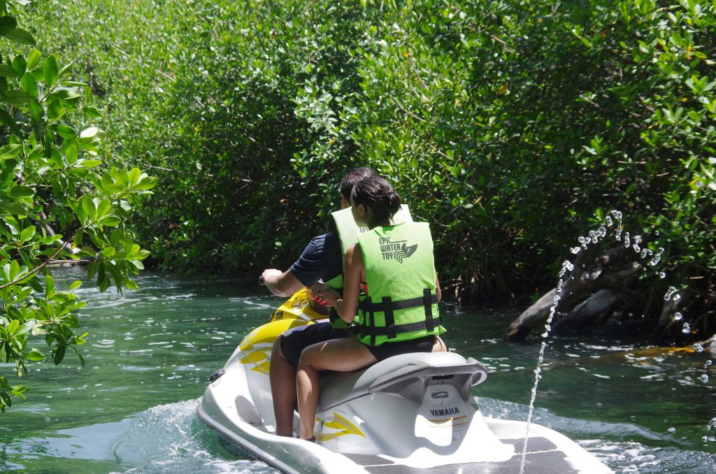 water-activities-you-cant-miss-in-cancun-jungle-tour