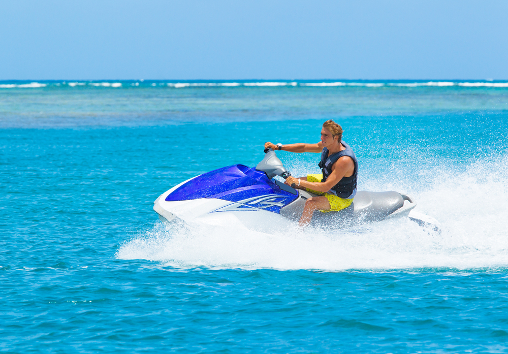 water-activities-you-cant-miss-in-cancun-wave-runners